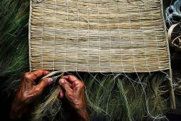 hands-weaving-a-mat